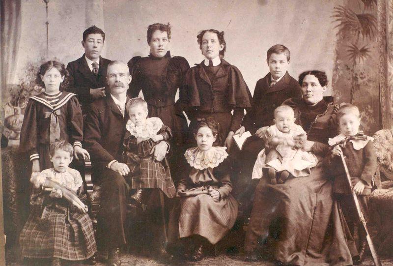 Robert and Annie Dewar Family ca 1899
